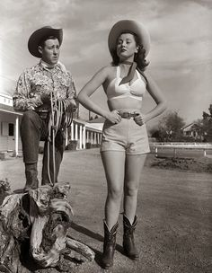 Vintage Cowboystiefel vintage everyday: Amazing Vintage Photos of Truly Cowgirls vintage everyday: Erstaunliche Vintage-Fotos von Cowgirls. Vintage Western Wear, Vintage Cowgirl, Cowgirl Look, Cowboy And Cowgirl, Cowboy Boots, Urban Cowboy, Cowgirl Hats, Old West, Mode Vintage