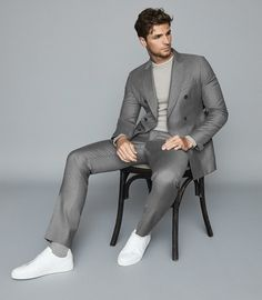 Crafted from pure wool, the Woking double-breasted blazer brings interest to tailoring through its handsome soft-grey colourway. Layer over a lightweight knit and pair with the coordinating tailored trousers for a modern rift on a sartorial classic. Sean O'pry, Men Photoshoot, Looking Dapper, Slim Fit Trousers, Double Breasted Blazer, Blazers For Men, Reiss, Stylish Men, Men Dress