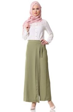 """Tuğba Parçalı Pantolon F7379 Haki Sitemize """"Tuğba Parçalı Pantolon F7379 Haki"""" tesettür elbise eklenmiştir. https://www.yenitesetturmodelleri.com/yeni-tesettur-modelleri-tugba-parcali-pantolon-f7379-haki/"""