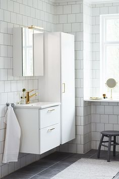 Vedum kök och bad AB Attic Bathroom, Bathroom Inspo, Bathroom Inspiration, Small Bathroom, Vanity Design, Design Your Dream House, Dream Bathrooms, Colorful Furniture, Eclectic Decor