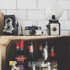 Comparte tus momentos #ruzafagente con nosotros. 🔝📷@elalmacenncr  El Almacén está repleto de detalles y rincones para que te sientas como en casa. ¿Cuál es tu favorito? #elalmacenncr #elalmacen #tapas #saboresautenticos #cenas #ruzafa #valencia #russafa #ruzafagente  #instagram #tapas #instamood #pornfood #foodie #yummy #delicious #foodporn #foodie #foodgasm #camera #vintagecamera #kodak