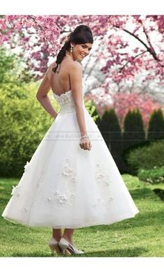 Sincerity 3720 10: buy this dress for a fraction of the salon price on PreOwnedWeddingDresses.com