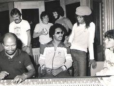 Stevie Wonder in studio Stevie Wonder, Sir Duke, Samurai, Old School Music, Adam Levine, Music Icon, Motown, American Singers, Black History