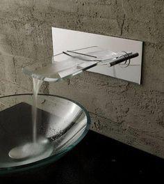 Vasque verre et robinet cascade inox