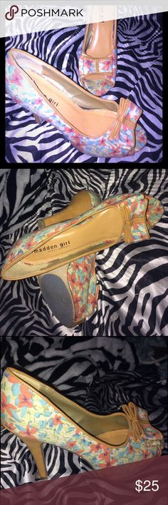 👠🌺Steve Madden floral heels🌺👠 Tall heels from Steve Madden. Floral print. Bow on the front. Gently worn. Super cute with any outfit! Size 8.5. 🎀 Steve Madden Shoes Heels