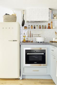 Supersized Storage in a Tiny Kitchen: 7 Game-Changing Aha! Hacks Tiny kitchen with multi-purpose MasterChef oven and Smeg fridge. Boho Apartment, Apartment Kitchen, Apartment Ideas, Small Kitchen Storage, Kitchen Organization, Smart Storage, Small Kitchenette, Storage Ideas, Kitchen Small