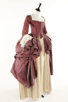 Robe à la polonaise, late 1770s. Shot mauve/grey silk taffeta, with boned, low pointed back panels, internal skirt loops, sleeves with double tiered embroidered muslin engeants, linen lining.