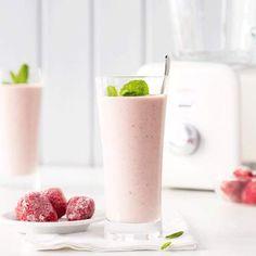 Jahodové smoothie s vločkami - My site Juice Smoothie, Fruit Juice, Smoothies, Healthy Drinks, Glass Of Milk, Panna Cotta, Detox, Food And Drink, Fresh