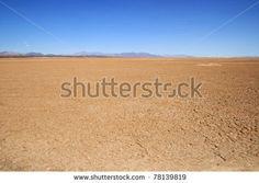 stock-photo-flat-empty-mojave-desert-floor-with-distant-mountains-on-the-horizon-78139819.jpg (450×320)