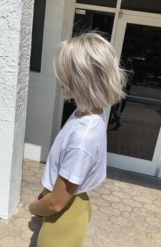 Blonde Hair Looks, Brown Blonde Hair, Light Brown Hair, Short Platinum Blonde Hair, Ash Blonde Short Hair, Blonde Bob Hairstyles, Short Blonde Haircuts, Chin Length Hair, Great Hair