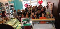 A ideia do cash mob é encorajar as pessoas a entrar em pequenos comércios locais e efetuar compras, em massa, e assim injetar ao proprietário do estabelecimento um estímulo econômico, deixando-o feliz, simples e dinâmico!    Fique por dentro de tudo, acesse: http://www.mglcom.com.br/blog/2012-05-24-voce-ja-ouviu-falar-em-cash-mob