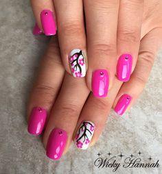 Nailart with Fuchsia Soft Shimmer #gelpolish #gelpolishmanicure #shellak #shellac #wickyhannah #nailart #nails #nailartdesign #nailartist #neglelak #manicure