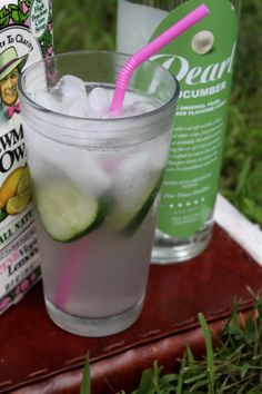 Cool Hand Cuke: Cucumber vodka, Newman's lemonade and seltzer. Refreshing summer drink or use cucumber water with lemonade for mocktail Fancy Drinks, Vodka Drinks, Smoothie Drinks, Non Alcoholic Drinks, Cocktail Drinks, Yummy Drinks, Beverages, Refreshing Summer Drinks, Summer Cocktails