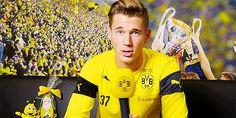 BVB Borussia Dortmund - Interview mit Erik Durm, Weihnachts im Dortmund #erikdurm #durm #37 #mannschaft #deutschland #fußball #futbol #cute #boys #germanyboys #germany #bvb #echteliebe #weihnachts
