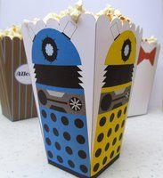Free printable popcorn holder. This site also has a whack of other great #Dr.Who printables!