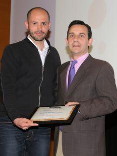 Ignacio Domingo, de AIAA, entrega el premio Alimentos Made in Aragón al Restaurante Umai