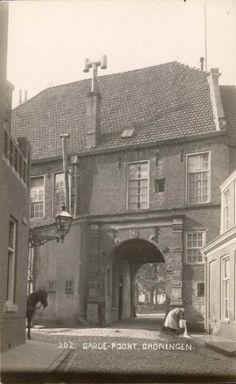 1920 Gardepoort Groningen Bucharest, Utrecht, Vintage Photography, My Images, Wwii, Netherlands, Holland, Cabin, Black And White