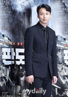 俳優キム・ナムギル、キム・ジュヒョンらが映画「パンドラ」の制作発表会に出席した。9日の午前、ソウル江南(カンナム) 区CGV狎鴎亭(アックジョン) 店にて開催された映画「パンドラ」の制作発表会に出席… - 韓流・韓国芸能ニュースはKstyle