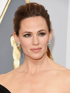 Jennifer Garner, 2016 Oscars Neutrogena MoistureSmooth Color Stick in Classic Nude, $8.49,  neutrogena.com