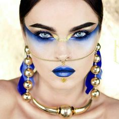 Cleopatra egyptian modern make up gold and blue. Blue and gold metallic lips and eyeshadow. Fantasy make up goddess for fashion editorial Metal Matte Palette, Eye Palette, Makeup Palette, White Makeup, Gold Makeup, Makeup Art, Makeup Ideas, Metallic Makeup, Fairy Makeup