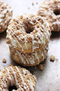 Baked Coffee Cake Doughnuts Recipe Breakfast and Brunch, Breads, Afternoon Tea… Baked Doughnuts, Donuts, Cupcakes, Cupcake Cakes, Donut Recipes, Dessert Recipes, Cake Recipes, Crumb Coffee Cakes, Happy Cook