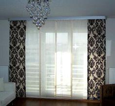 Fransız camlı yada oldukça büyük cama sahip evlere her perde uygun olmuyor. Gerek kullanım açısından gerekse görünüm açısından bu tip camlı evlerde japon panel perdeler oldukça uygun oluyor.