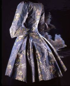 Caraçao jacket, late 18th C. (likely 1760s?) Changeable silk taffeta Musée Galliera