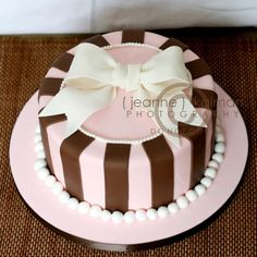 Such a sweet little cake - love the pink and brown! #pie #sweetstuff