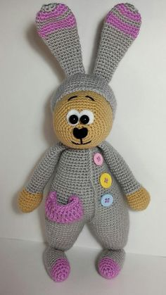 В данном мастер-классе вы найдете подробную схему вязания зайца в пижаме. Подарите своему малышу вязаную игрушку сплюшку для крепкого и сладкого сна.