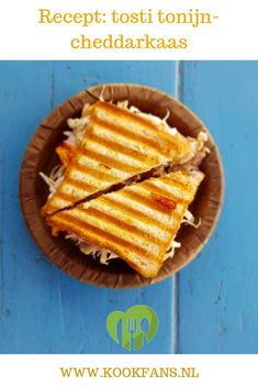 This French toast, cheese sandwich makes a delicious breakfast, thick slices of French toast, melted cheese and crispy bacon. And some syrup to tie it all together. Lunch Delivery, Grana Extra, Ideas Sándwich, Avocado Roll, Sandwiches, Baking Quotes, Healthy School Lunches, Lunch Snacks, Kid Friendly Meals