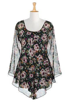 A floral print patterns our day-to-evening chiffon tunic designed in an elegantly draped and easy-to-wear shape.