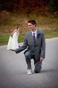 St. Louis wedding photo. Just a cute idea. :-)  http://www.soulscapesphotography.com