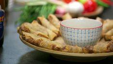 Thailandske vårruller som skal friteres i olje og serveres med dipp. Milk And Eggs, Egg Free, Hygge, Apple Pie, Food To Make, Serving Bowls, Good Food, Spices, Food And Drink
