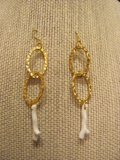 White Coral Branch and Hammered Gold Links Earrings - Summer Jewelry - www.etsy.com/shop/savannahjacks