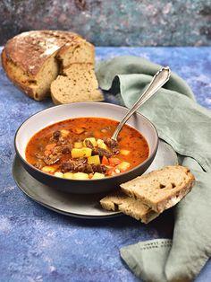 Gulášová polévka Thai Red Curry, Soups, Ethnic Recipes, Food, Czech Food, Essen, Soup, Meals, Yemek