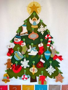 felt ornaments on felt tree with buttons; maybe could become a Jesse Tree or Advent Calendar. Felt Advent Calendar, Christmas Calendar, Christmas Countdown, Advent Calendars, Felt Christmas Decorations, Felt Christmas Ornaments, Noel Christmas, Christmas Tables, Nordic Christmas