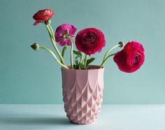 "looking forward to springtime! vase ""Pineapple"" by studio Lenneke Wispelwey, photo by Masha Bakker Matijevic Beautiful Flower Arrangements, Floral Arrangements, Beautiful Flowers, Beautiful Things, Flower Vases, Flower Art, Pineapple Vase, Deco Boheme, Blog Deco"