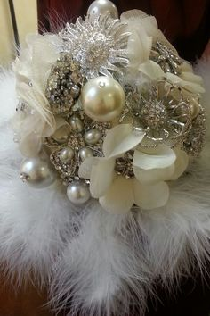 Broche bouquet without the feathers