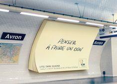 Des post-it géants installés dans le métro pour lutter contre Alzheimer Street Marketing, Guerilla Marketing, Creative Advertising, Print Advertising, Marketing And Advertising, Digital Marketing, Guerrilla Advertising, Interactive Installation, Interactive Design