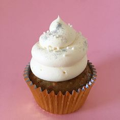 • Carrot Cake Cupcake & Cream Cheese •  Consultas  contacto@kekukis.com.ar #carrotcake #cupcake #creamcheese #kekukis #pastry #pasteleria #bakery #bsas #buenosaires #argentina #delish #design #food #foodie #foodpic #FoodStyling