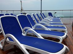 Alfa sunloungers by Nardi on board Carnival cruising. Awesome picture.  www.nardigarden.it