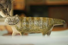I love this ceramic cat. I have one just like it.