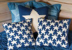 Gratis strikkeopskrifter: Strik bløde puder med små stjerner i ren western-stil til drenge- eller pigeværelset eller til sofaen