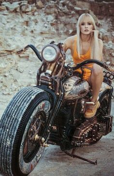 Harley Davidson News Motorbike Girl, Motorcycle Outfit, Lady Biker, Biker Girl, Biker Chick Outfit, Up Auto, Harley Davidson Chopper, Hot Bikes, Girls