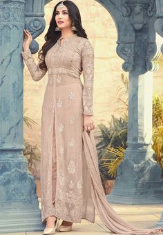 Buy latest Salwar Kameez and designer suit collection with variant designs. Browse designer salwar suits and shalwar dresses at best price range from the house of Zaraafab UK. Abaya Style, Dress Indian Style, Indian Fashion Dresses, Indian Gowns, Indian Outfits, Asian Fashion, Designer Kurtis, Indian Designer Suits, Designer Dresses