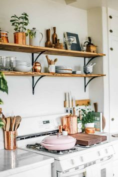 24 Perfect Apartment Kitchen Rental Decor Ideas And Makeover. If you are looking for Apartment Kitchen Rental Decor Ideas And Makeover, You come to the right place. Here are the Apartment Kitchen Ren. Diy Kitchen, Kitchen Interior, Kitchen Furniture, Kitchen Ideas, Kitchen Cabinets, Kitchen Countertops, Soapstone Kitchen, Island Kitchen, Marble Countertops