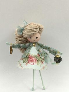 Doll Crafts, Yarn Crafts, Clothespin Dolls, Cute Clay, Tiny Dolls, Flower Fairies, Diy Arts And Crafts, Fabric Dolls, Miniature Dolls