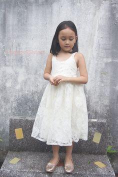 Robe de fille de fleur de dentelle robe Ivoire par Happy2sisters