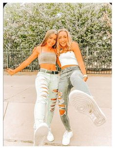 Lovely outfit idea to copy ♥ For more inspiration join our group Amazing Things ♥ You might also like these related products: - Jeans ->. Teenage Outfits, Teen Fashion Outfits, Mode Outfits, Crop Too Outfits, College Girl Outfits, Teen Girl Fashion, Swag Fashion, Fashion Hacks, Jean Outfits
