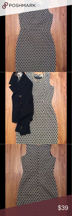 20% off BUNDLES Banana Republic Dress Size 2, 28-inch waist, 33.5-inch length, black polyester lining, cotton-polyester material, no stretch, excellent used condition, black and Cream colors Banana Republic Dresses Midi